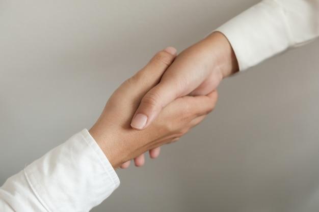 画像ビジネスは握手をマンします。業務提携会議のコンセプト