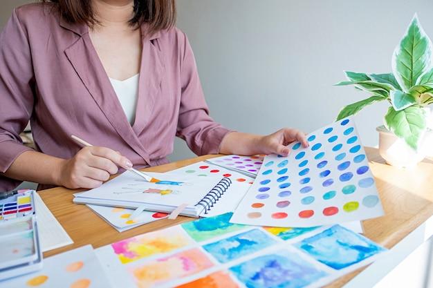 芸術的なツールで描くアーティストクリエイティブデザイナー。