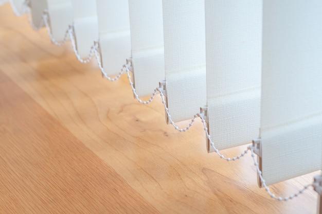 事務室装飾用縦型ブラインド。