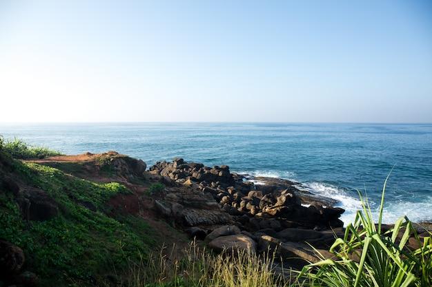 Вид с горы на океан