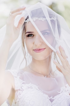 Нежная невеста в вуали