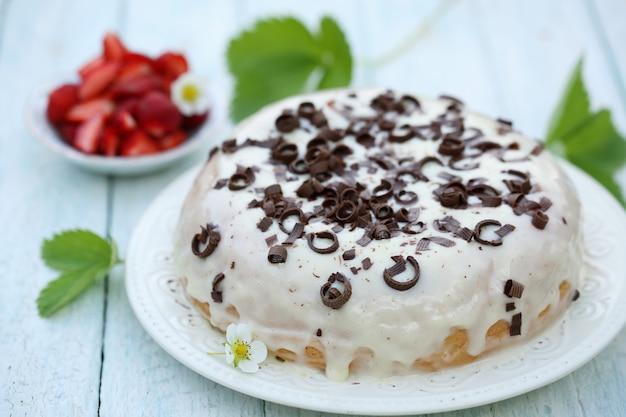 クリームとチョコレートのケーキ