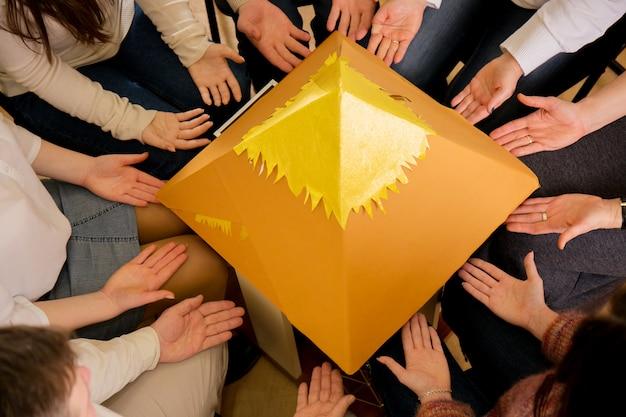ピラミッドにエネルギーを与える