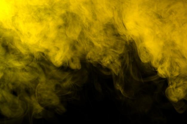 Желтый дым на черном фоне