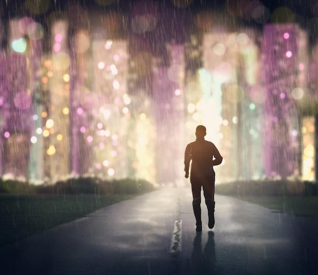 Бегущий человек на улице