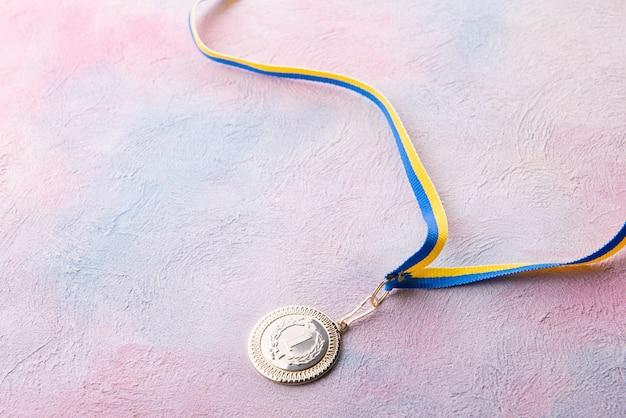 Медаль за первое место на столе