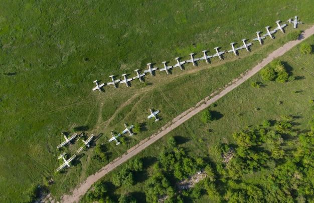 航空機の駐車場。飛行場-上からの眺め