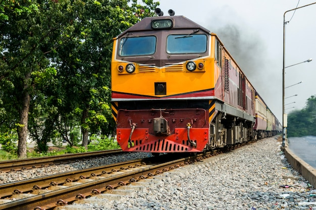 Тайский поезд в бангкоке, фокус селективный