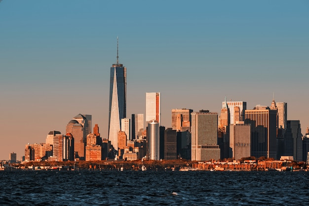 ニューヨークのマンハッタンのスカイラインの眺め