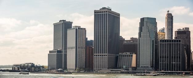 ニューヨーク市のスカイラインのパノラマ