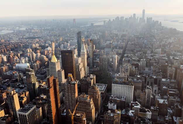 マンハッタンのミッドタウンとダウンタウンの眺め