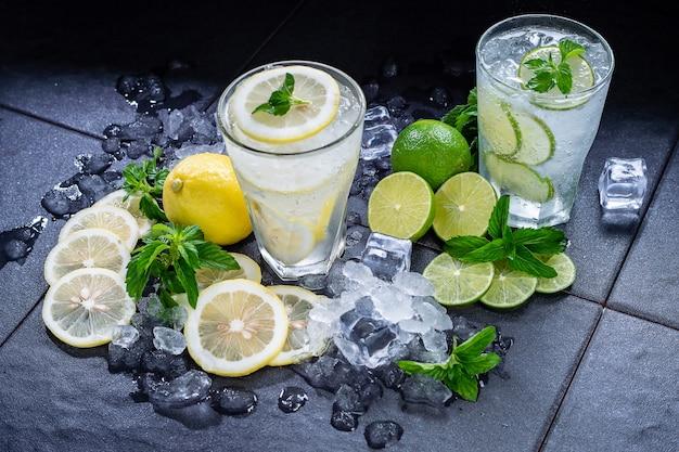 Лайм и лимонный сок со льдом