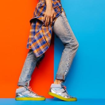 アーバンデニムスタイルファッションジーンズチェック柄シャツミニマルデザイン