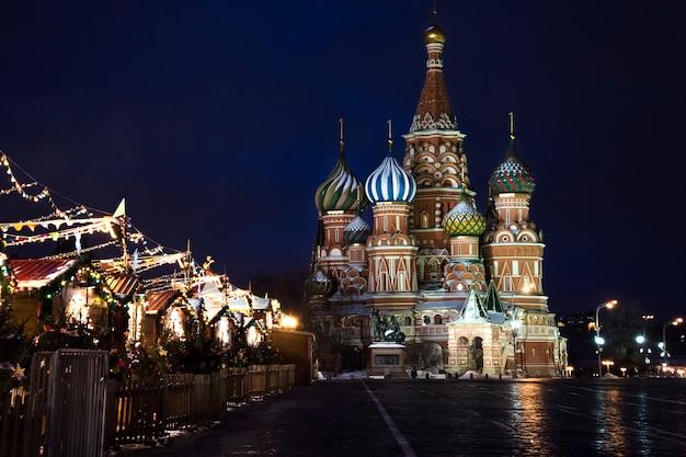 モスクワの赤の広場の夜景。