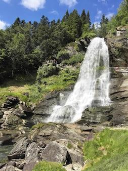 Водопад пейзаж