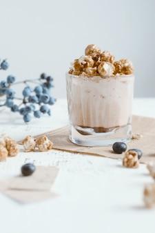 ポップコーンとブルーベリーのココアミルク