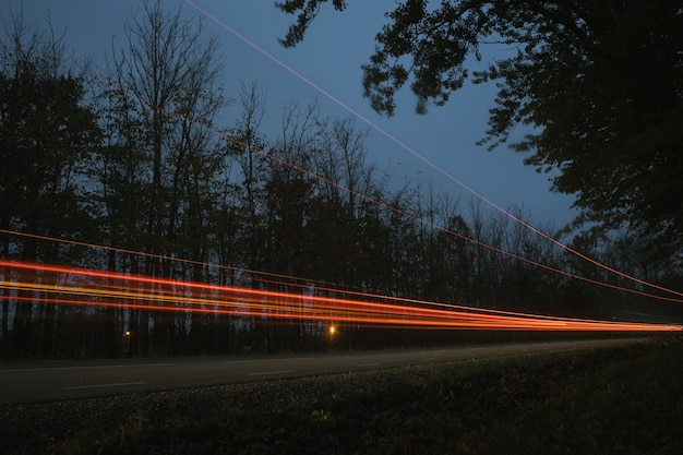 夕暮れの信号機