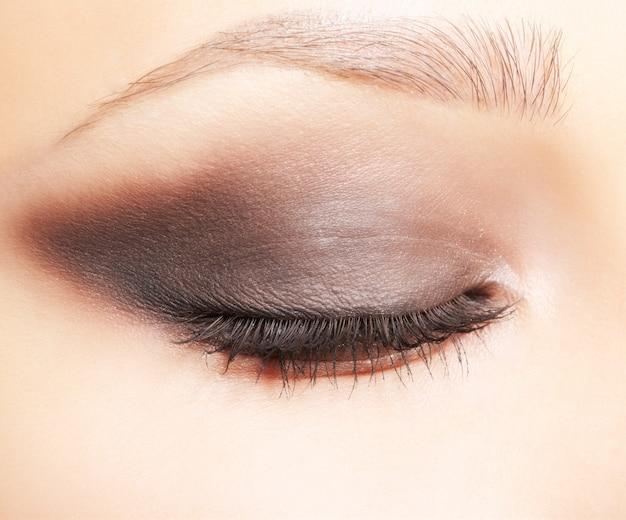 Глазная зона макияжа