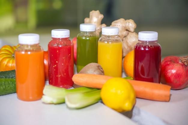 フレッシュジュースミックスの果物と野菜、健康ドリンク