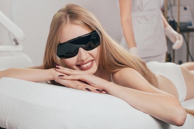 美容美容クリニックでのレーザー脱毛治療
