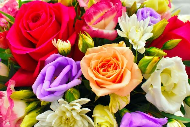 Разноцветная цветочная композиция