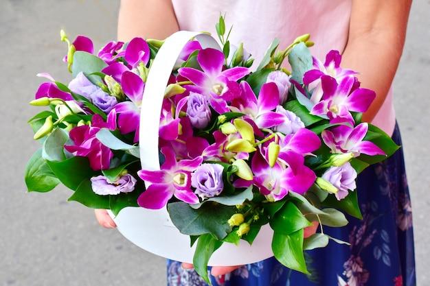 母の日おめでとう。花の休日の組成物。