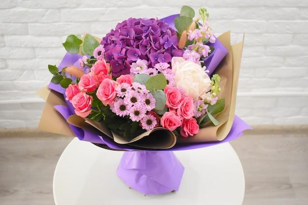 Красивый милый букет для цветочного магазина