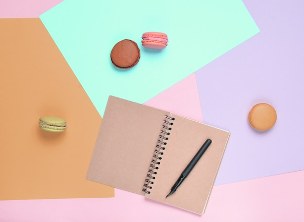 Цветное миндальное печенье с ежедневником и ручкой
