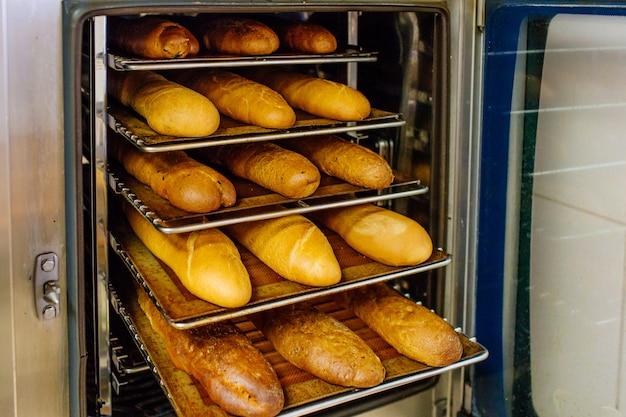 オーブンで焼いたパン
