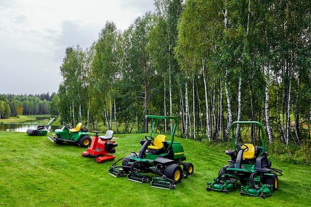 専門的なサービスとさまざまな芝生カバーの配置