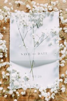 Укладка ресниц с цветами на столе. печать на свадьбу. свадебные приглашения в наборе.