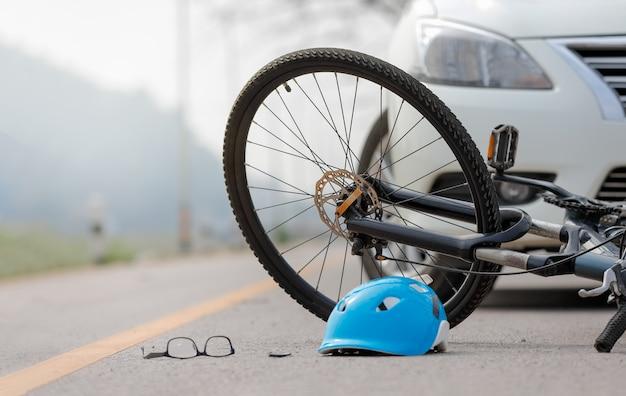 道路上の自転車での自動車事故