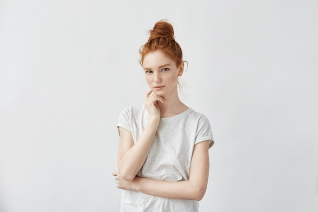 優しい美しい赤毛の女の子