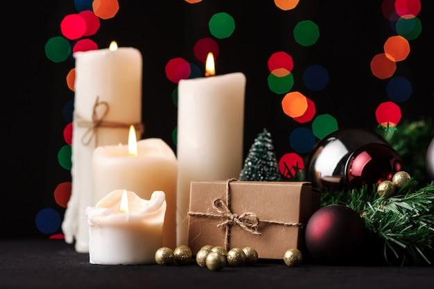 Рождественские украшения. размытые огни фон.