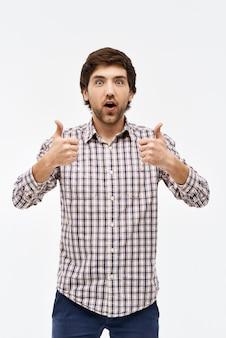 感動した男は親指をあきらめて、あえぎ
