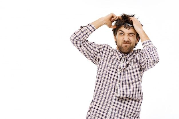 乱雑な男のブレーンストーミング、考えのアイデア