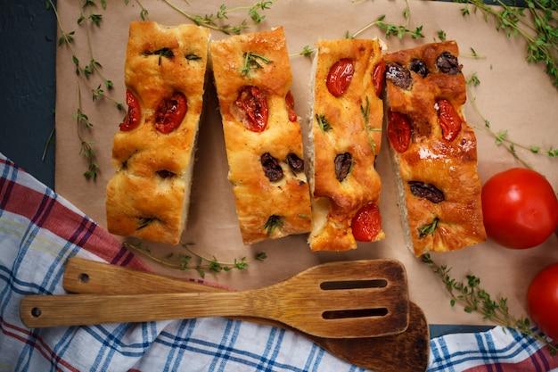 羊皮紙においしいトリミングされたパイ
