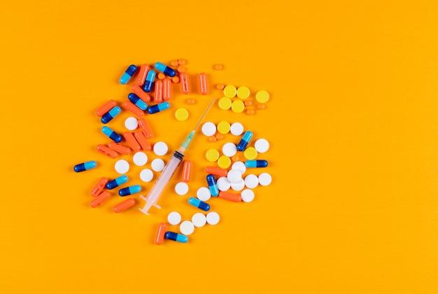 カラフルな錠剤と針