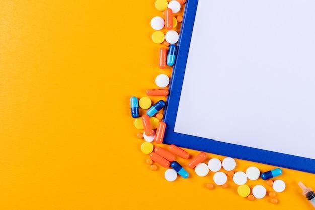 Некоторые таблетки с держателем бумаги