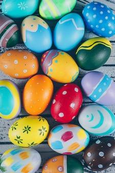 Плоские отложить пасхальные яйца