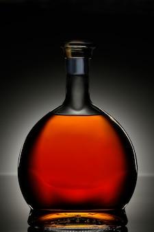 楕円形のボトルのコニャック