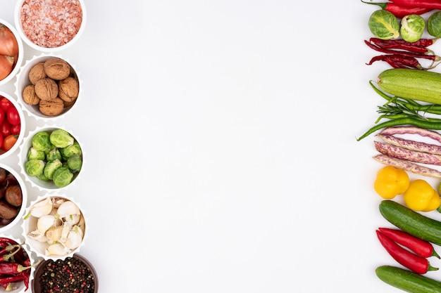 白地にカラフルな野菜フレーム