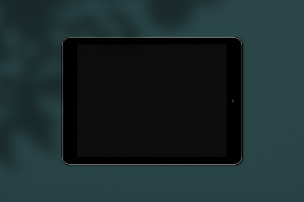 緑の背景に分離されたテキストまたは広告の画面を備えたデジタル電子デバイス。一般的なタッチパッド