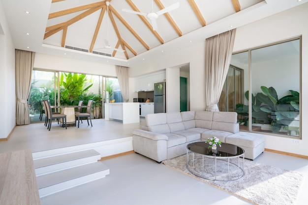 プールヴィラ、家、家、コンドミニアム、アパートのモダンなリビングルーム、キッチン、ダイニングエリアのインテリアデザイン