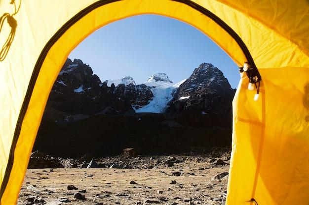 ベースキャンプテントから見たカベサデルコンドル山脈