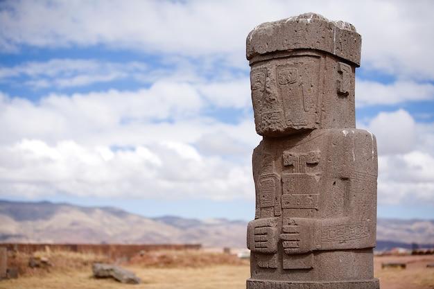 ボリビアのティワナクのカラササヤ寺院の像