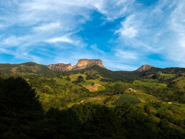 ブラジルのペドラドバウ岩山