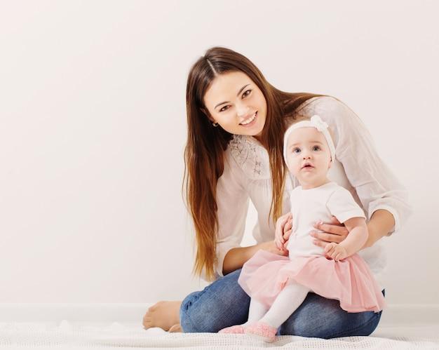 Счастливая семья, мать и дочь