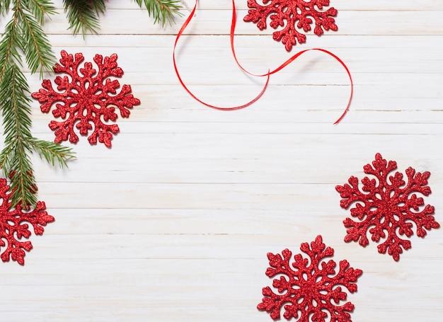 木の上のクリスマスの装飾