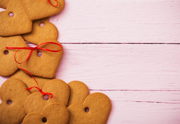 木製の背景にクッキーハート